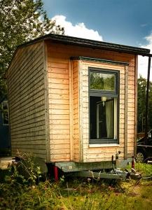 Tiny House Rückseite im Grünen Riexploring